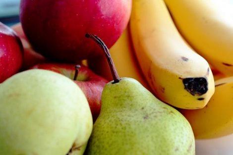 Pera, plátano y manzana: las primeras frutas del bebé