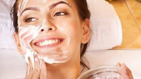 Las propiedades del yogur sobre la piel