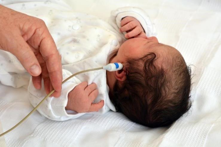 ¿Sabes en qué consiste el test del oído en el bebé?