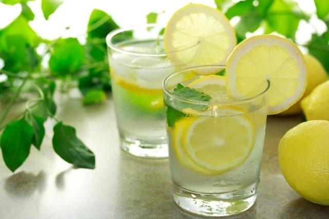 Cómo hacer bebidas isotónicas en casa