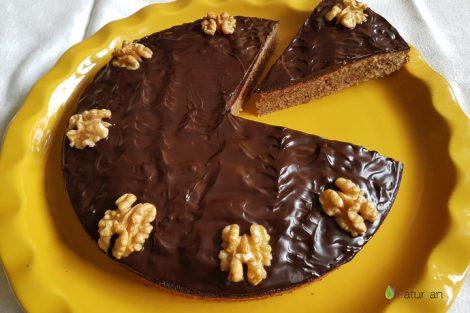Tarta de nueces bañada de chocolate: receta para amantes del cacao