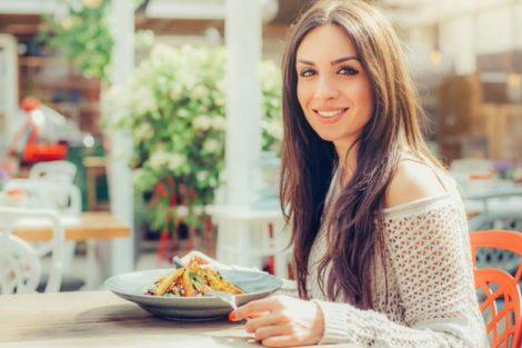 Recomendaciones al comer fuera de casa y no engordar