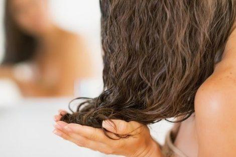 3 remedios naturales para eliminar la caspa