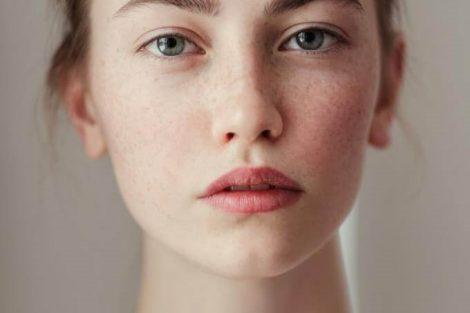 Cómo iluminar tu piel apagada naturalmente con estos remedios