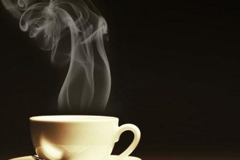 Por qué no es bueno tomar bebidas muy calientes