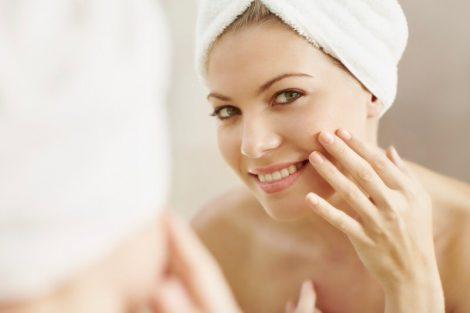 Cómo disfrutar de una cara limpia cada día con esta rutina sencilla