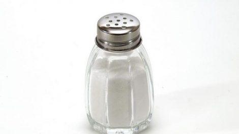 ¿Es verdad que la sal no causaría presión arterial alta?
