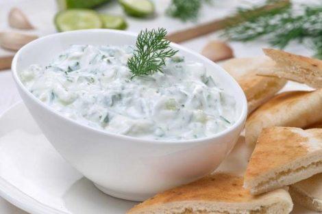 Salsa de yogurt light: receta para ensaladas baja en grasas