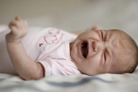 ¿Cómo saber cuando el bebé tiene hambre? Señales de advertencia