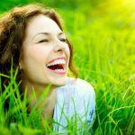 El gesto de una sonrisa: los beneficios de sonreír y reírse de todo