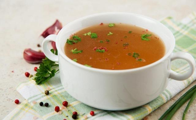 La mejor receta para el invierno: sopa de cebolla y ajo