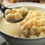 Receta de sopa de conchas rellenas de pollo