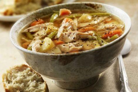 Sopa de pollo para la gripe: receta y beneficios