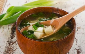Cómo hacer una maravillosa sopa miso: tradicional sopa japonesa