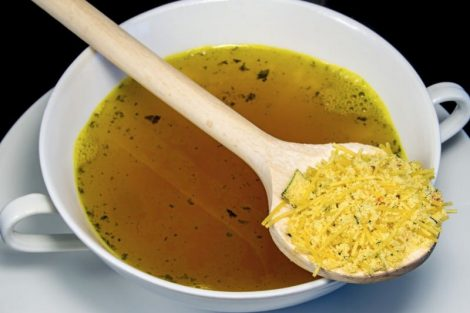 Sopa de verduras, ¿preparada o natural? Cuál es más saludable