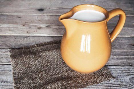 ¿Qué es el suero de leche? Beneficios, propiedades y cómo se hace