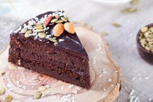 Cómo hacer tarta de chocolate negro y frutos secos