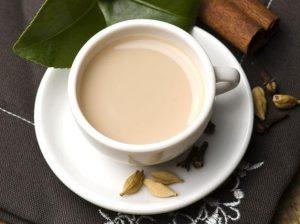 Té negro con leche de almendras: receta y beneficios