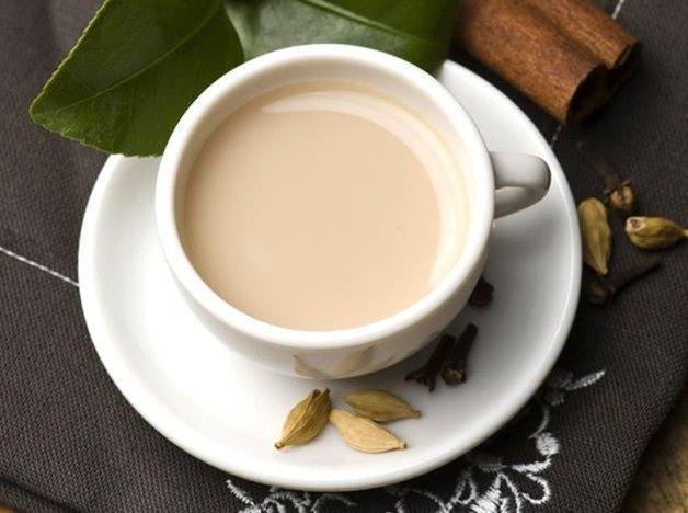 Cómo hacer un té negro con leche vegetal