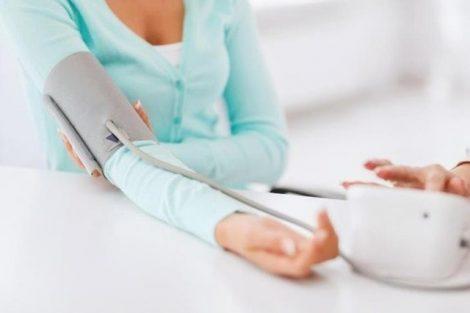 Tensión alta: qué es, qué síntomas produce, causas y tratamiento