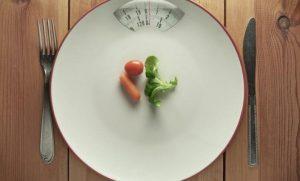 Los efectos secundarios de las dietas para adelgazar más populares