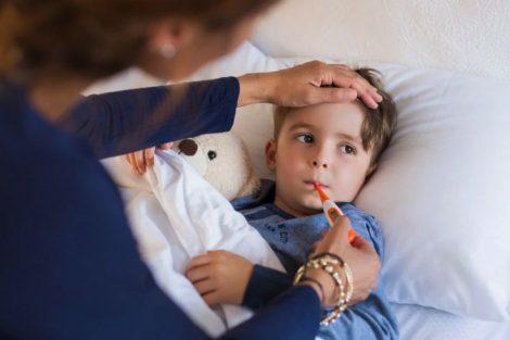 Cómo tomar o medir la temperatura del bebé y del niño