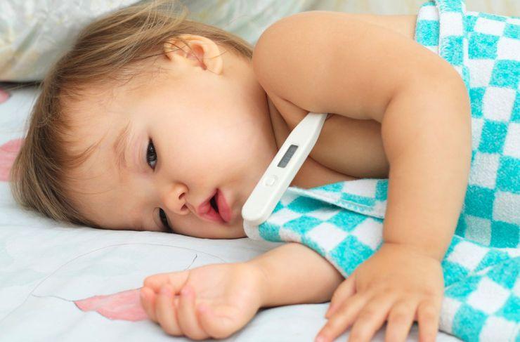 Medir la temperatura del niño