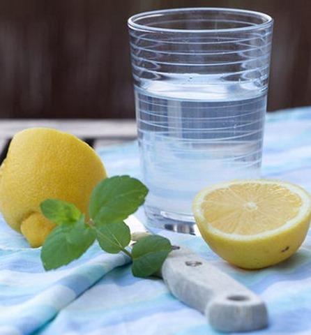 Receta de tónico de limón y hamamelis para refrescar la piel