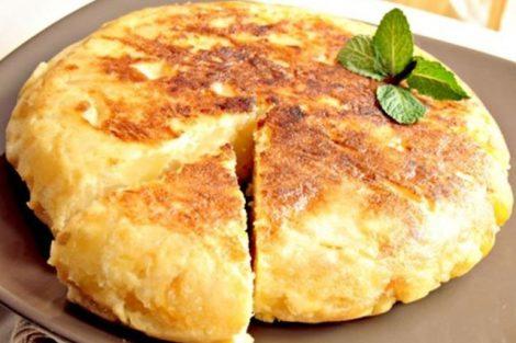 Cómo hacer tortilla de patatas sin huevo para veganos y alérgicos al huevo