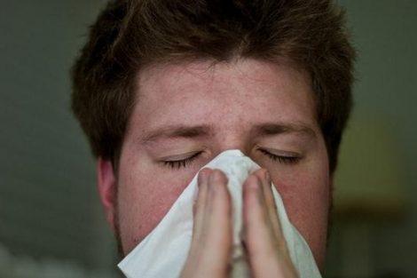 ¿Cómo se transmite o contagia la mononucleosis?