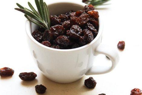 Beneficios de comer uvas pasas en ayunas