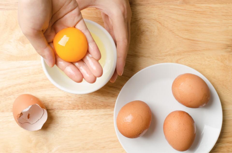 Yema de huevo para engrosar las cejas
