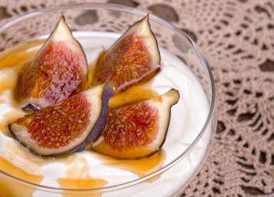 Yogur con higos y miel: el postre ideal para este otoño